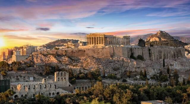 Incendi in Grecia, Atene minacciata dalle fiamme. Roghi anche in Algeria