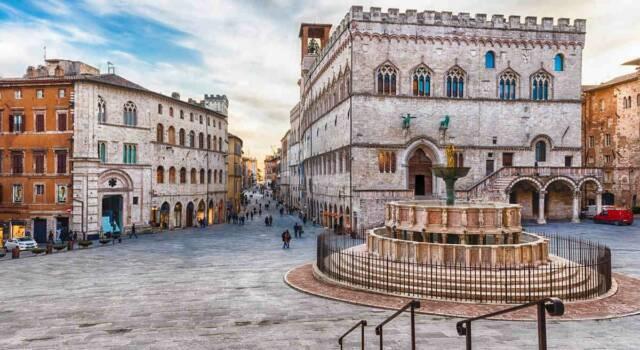 Fasci littori a Perugia, uno scoperto e uno no: scoppia la polemica